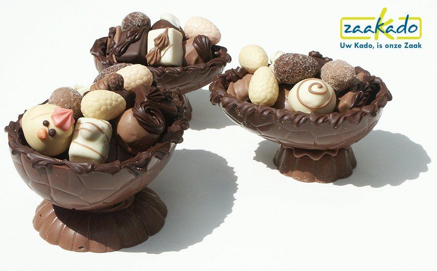 Chocolade paasei gevuld met handwerk bonbons ZaaKado chocolade relatiegeschenken
