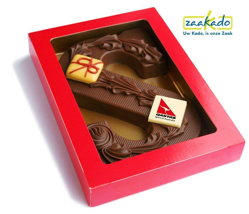 Chocoladeletter-Sinterklaas-luxe-decor-chocolade-met-logo-schildje-rood-ZaaKado.
