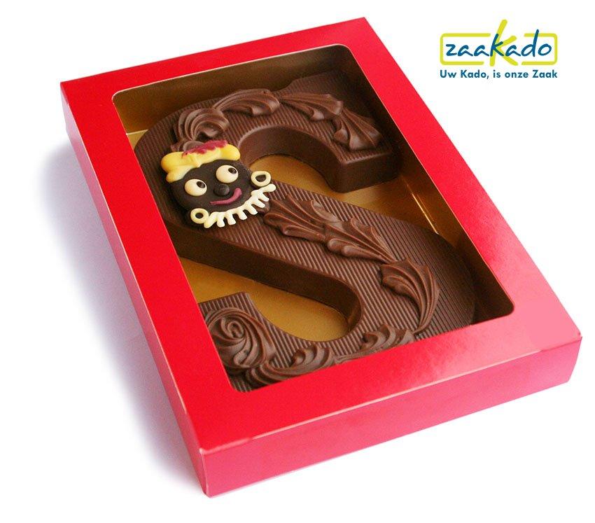 Chocoladeletter luxe met pietje Sinterklaas luxe decor chocolade met logo schildje rood ZaaKado