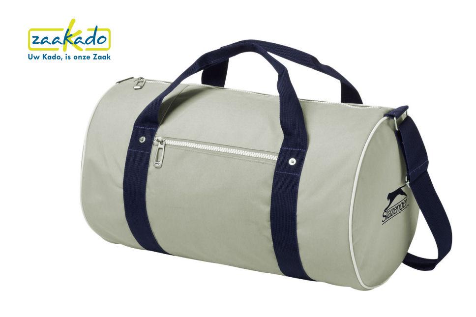 Ronde weekendtas kerstpakket sporttas Slazenger blauw cadeautip bedrukt logo kerstpakket verpakking ZaaKadotip