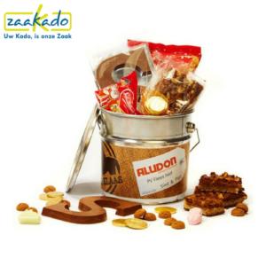 Sinterklaas chocoladegeschenken chocolade kruidnoten gevulde speculaas relatiegeschenk sinterklaaspakket in verfblik schildersbedrijf bouwbedrijf ZaaKado Rotterdam