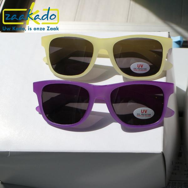 geel paar roze logo uv bescherming ogen bril logo zonnebril zon vakantie verrassing cadeau geschenk relatie campagne reclame marketingbureau reclame nivea garnier loreal tui dreizen sunweb