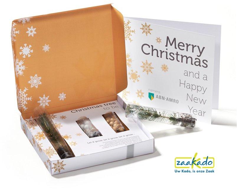 Originele kerstmailing via de post versturen. Stuur deze kerstboom met gelukspoppetjes met persoonlijke kerstkaart - Zaakado BV Rotterdam