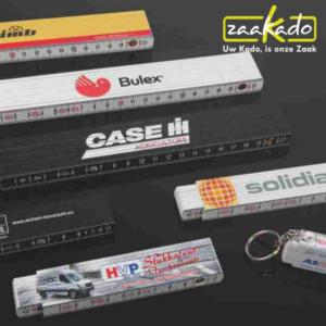 mini duimstok logo klein personaliseren kunststof sleutelhanger ZaaKadotip relatiegeschenken ZaaKado giveaway inspiratie Rotterdam gadget origineel